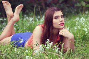 feet brunette women outdoors
