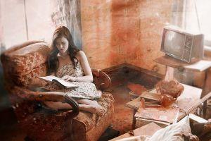 flower dress sitting reading strapless dress barefoot dirt women women indoors brunette