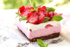food strawberries cake