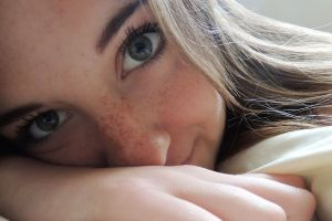 green eyes women eyes freckles