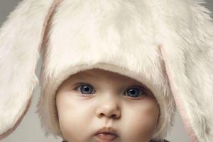 hat baby blue eyes