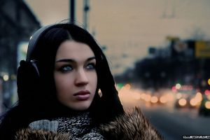 headphones face women urban