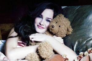 hugging teddy bears leighton meester actress brunette women black hair