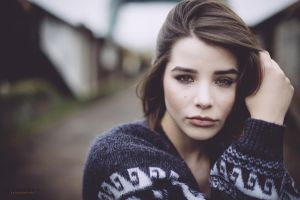 julia coldfront lips brunette sweater face looking at viewer women depth of field long hair brown eyes