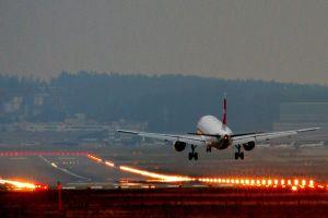 landing airplane airport