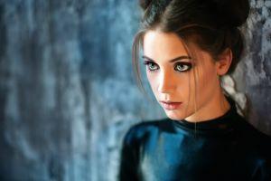 latex women brunette hazel eyes face model looking away eyes long hair blurred fahrbar+