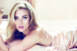long hair green eyes women actress scarlett johansson pink lipstick lying on front in bed
