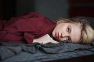 looking at viewer face long hair blonde in bed model lying on front blue eyes depth of field juicy lips women