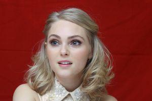 looking away women annasophia robb actress blonde
