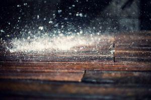 macro rain wooden surface depth of field bokeh water