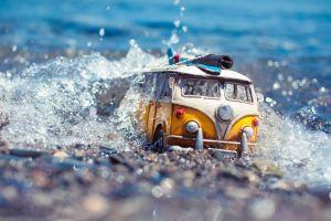 macro volkswagen combi volkswagen toys miniatures vans water water drops