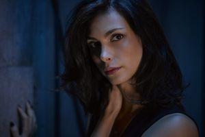 model dark portrait women morena baccarin actress dark hair