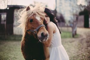 model women with horse blue eyes aurela skandaj horse face women