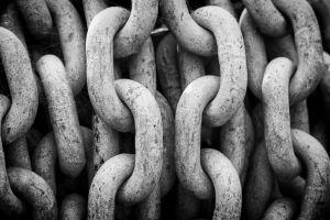 monochrome chains macro