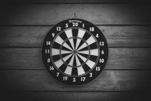 monochrome numbers darts
