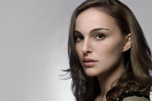 natalie portman actress face closeup simple background brunette
