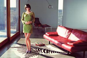 natalie portman vintage couch