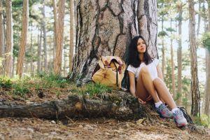 natasha shelyagina t-shirt women outdoors brunette legs sitting sneakers women