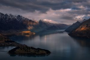 nature landscape new zealand sun rays mountains snowy peak clouds lake city queenstown water