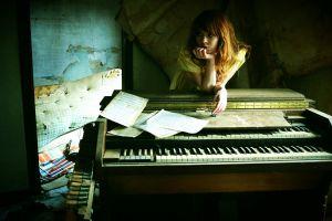 piano model women