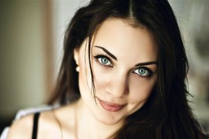 portrait looking at viewer women model smiling face blue eyes