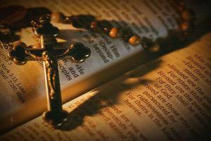 praying jesus christ cross christianity holy bible holy rosary lights