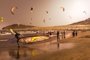 sea color correction kite surfing people beach