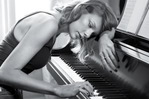 singer piano taylor swift monochrome celebrity women