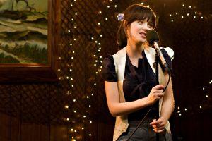 singing 500 days of summer zooey deschanel women brunette
