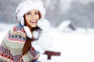 smiling depth of field open mouth teeth women outdoors izabela magier  blue eyes sweater fur cap auburn hair gloves women