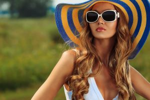 sun hats women with glasses redhead depth of field millinery cleavage women sunglasses
