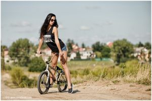 t-shirt women with bikes women outdoors women with glasses women jean shorts