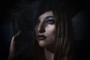 veils women blue eyes