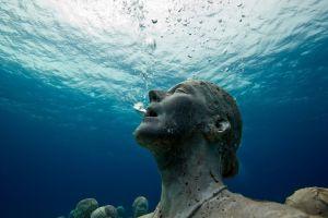 water underwater statue