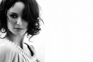 women actress sarah wayne callies looking away simple background monochrome face short hair brunette