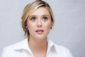 women celebrity simple background elizabeth olsen  actress dyed hair