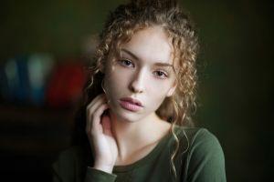 women curly hair portrait depth of field model lisa alexanina face