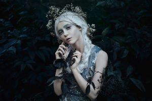 women model bella kotak (photographer)