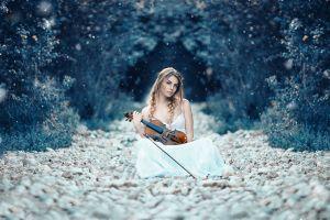 women outdoors violin women