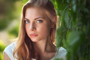 women portrait face blonde leaves