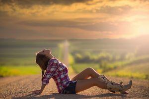 women road sun rays