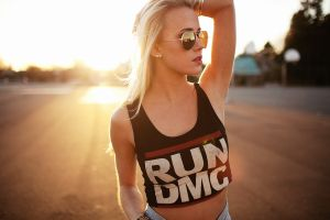 women sunset looking away portrait t-shirt blonde women with glasses armpits