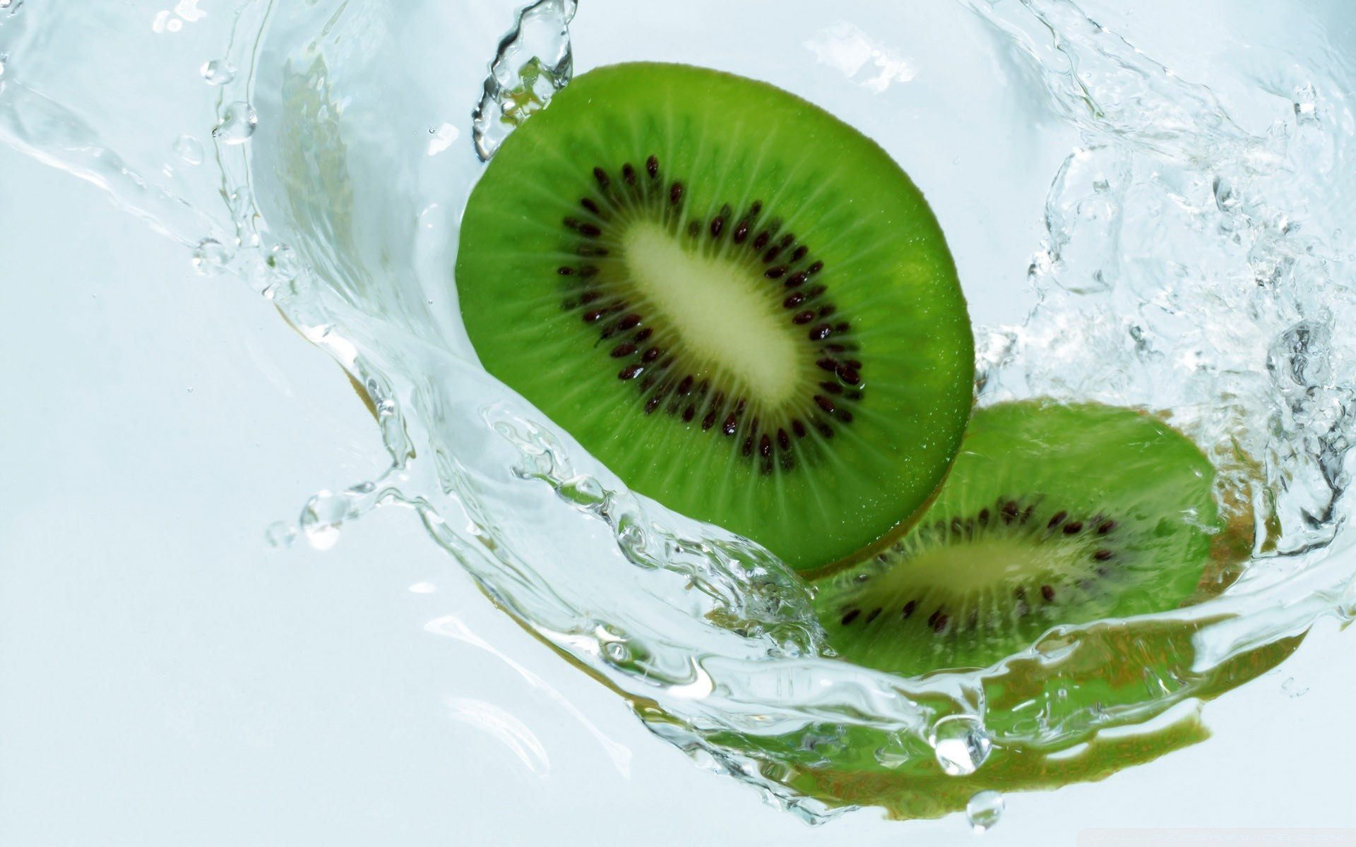water fruit macro splashes kiwi (fruit)