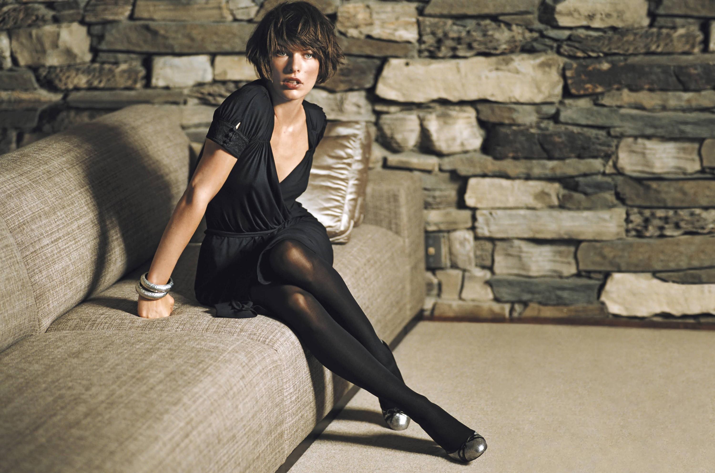 women milla jovovich  actress